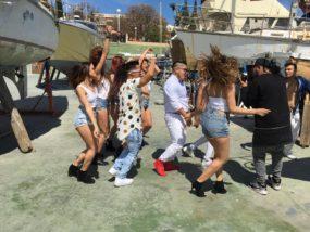Mayker y Danny graban el vídeo de 'Llegó el verano' con espectaculares modelos
