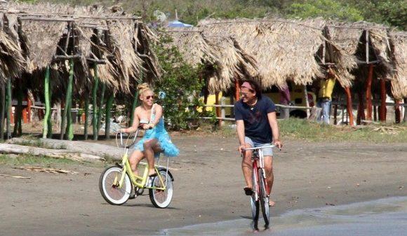 (VÍDEO) ¿Qué te parece la nueva canción de Carlos Vives y Shakira?