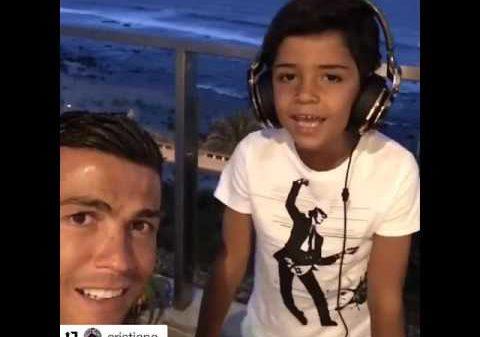 Cristiano Ronaldo ha convertido en viral un video en el que aparece cantando junto a su hijo
