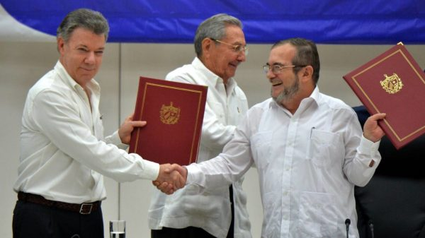 Colombia y las FARC firman en La Habana histórico acuerdo de paz