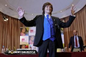 Camilo Sesto niega que se haya realizado operaciones estéticas
