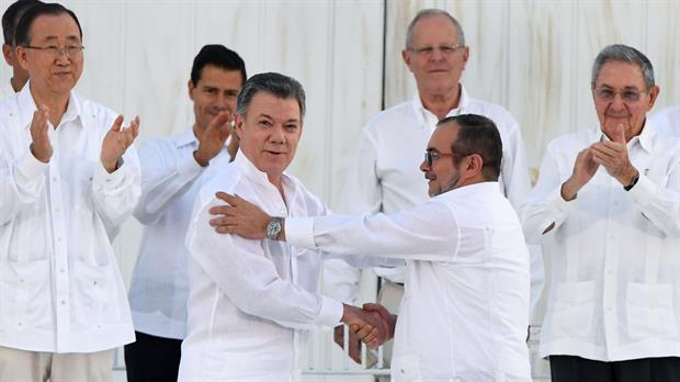 Cesó la horrible noche en Colombia