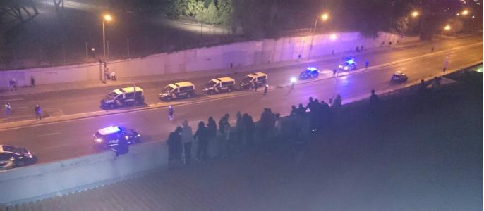 Inmigrantes se amotinan e intentan fugarse del CIE de Aluche