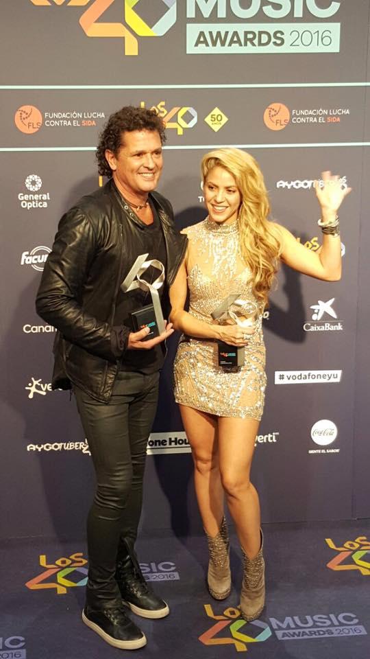 """Shakira y Carlos Vives triunfaron en Los 40 Music Awards con """"La Bicicleta"""""""