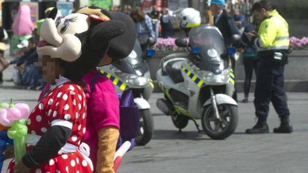 Robaban en Sol disfrazadas de Minnie Mouse