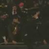 """Al grito de """"maldito"""" lanzan huevos y piedras a Maduro"""