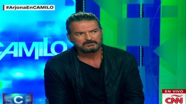 """Ricardo Arjona """"estalla"""" y abandona entrevista en vivo"""