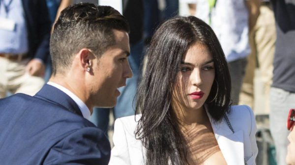 Cristiano Ronaldo confirma a través de Facebook que es padre de mellizos
