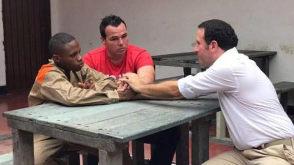 El exportero Alexis Viera visitó en la cárcel al sicario que casi lo mata