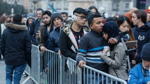 Largas colas en Madrid para adquirir el iPhone X