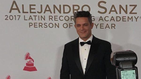 Alejandro Sanz fue homenajeado por todo lo alto en los Grammy Latinos