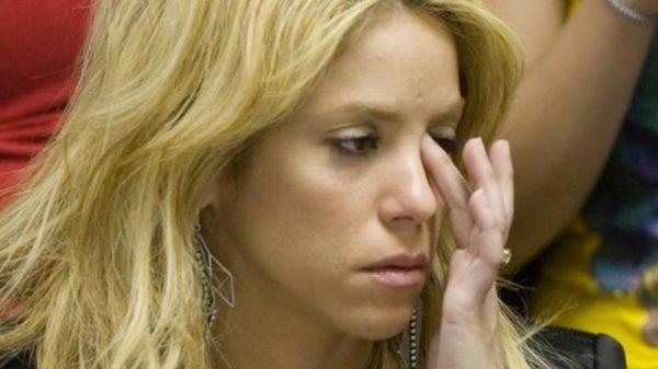 Shakira suspende definitivamente su gira mundial por hemorragia en las cuerdas vocales