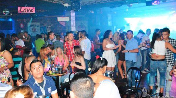 Tragedia en la discoteca La Suegra: 26 heridos tras derrumbe de un falso techo