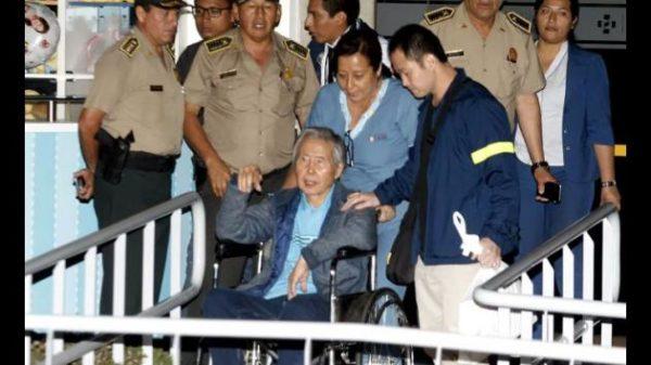 Alberto Fujimori recibe el alta tras su indulto y se reúne con sus hijos