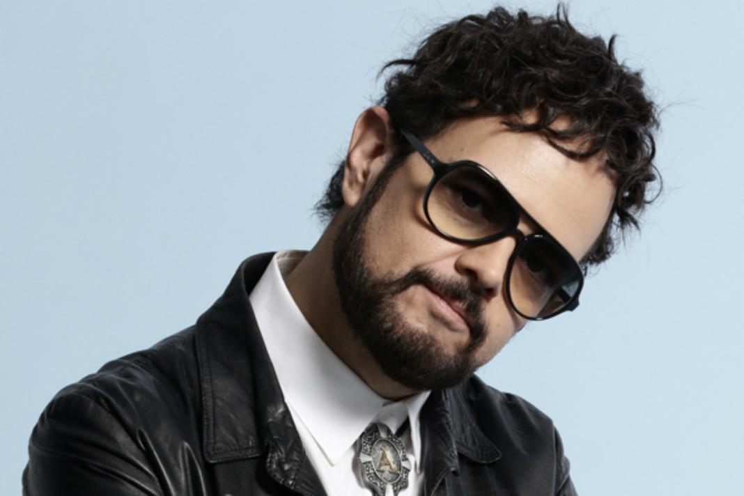"""Aleks Syntek tilda a los reggaetoneros de """"delincuentes"""""""