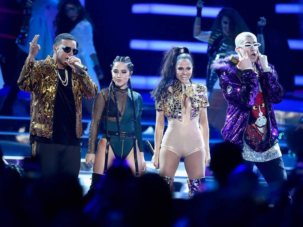 """Daddy Yankee estrenó en los Billboard la version remix de """"Dura"""" junto a Becky G, Natti Natasha y Bad Bunny"""
