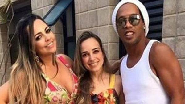 Ronaldinho ha anunciado que se casará con sus dos novias.