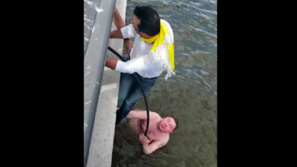 Hinchas colombianos salvan a ruso de morir ahogado