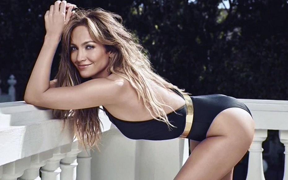 Jennifer López cumple 49 años y luce espectacular