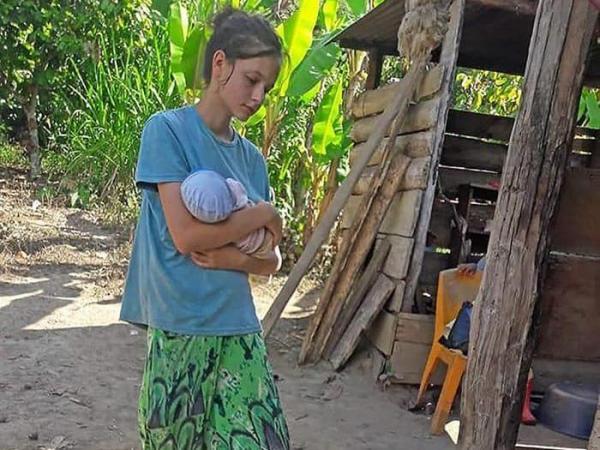 La joven española rescatada de una secta en Perú se reencuentra por fin con su padre
