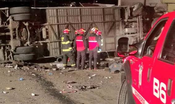 Accidente de bus en Ecuador deja 23 colombianos muertos