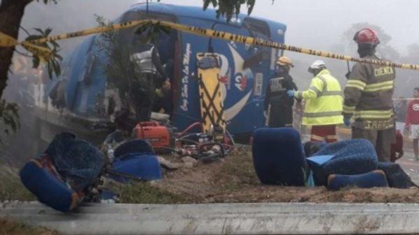 Doce fanáticos del Barcelona de Ecuador murieron en un accidente de tránsito