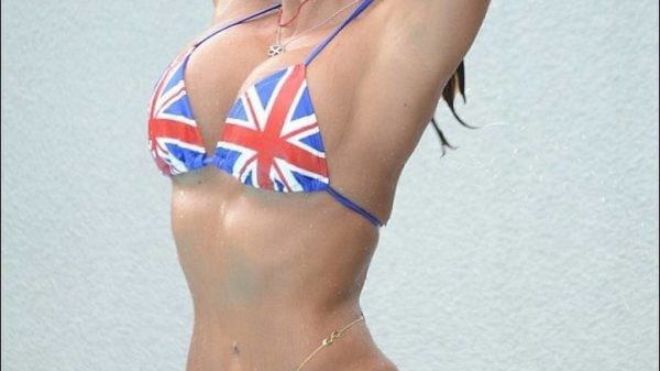 Mira el mini bikini de Jennifer López que te quitará el aliento