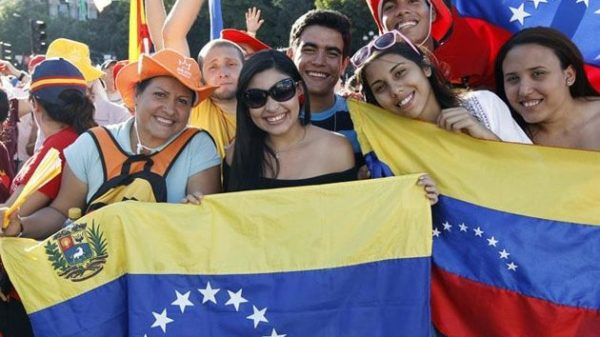 España otorgará permisos de residencia a venezolanos por crisis humanitaria
