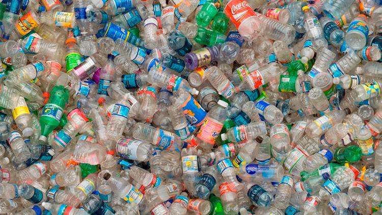 La Unión Europea le declaró la guerra al plástico