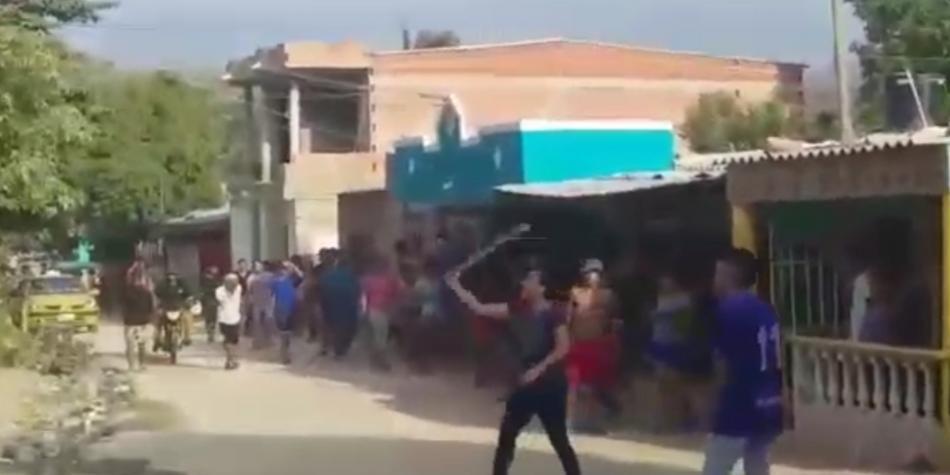 Vecinos se enfrentaron con machete y piedras por clave de wifi